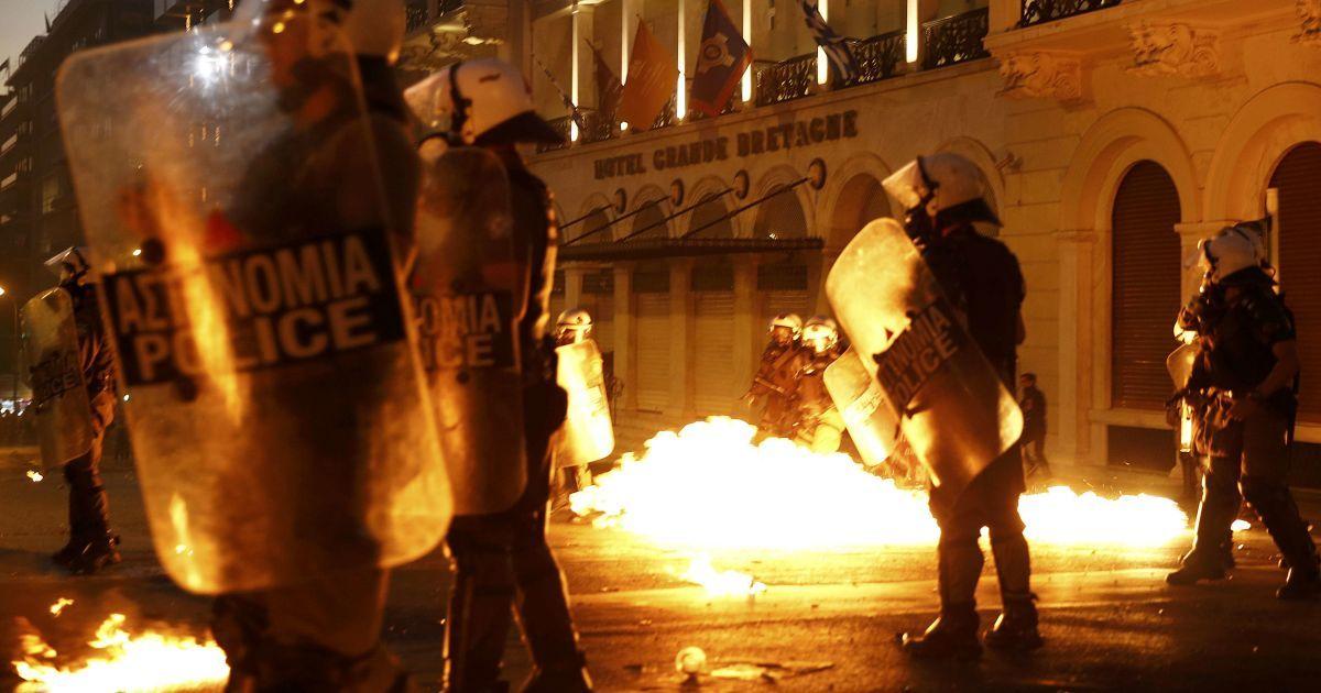 В Греции протестуют против соглашения с кредиторами.