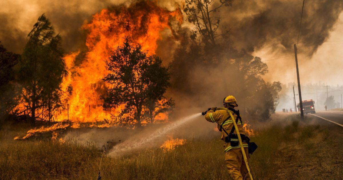 Масштабна пожежа в Каліфорнії