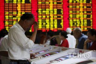 Китай потерял триллионы долларов из-за масштабного обвала фондовой биржи