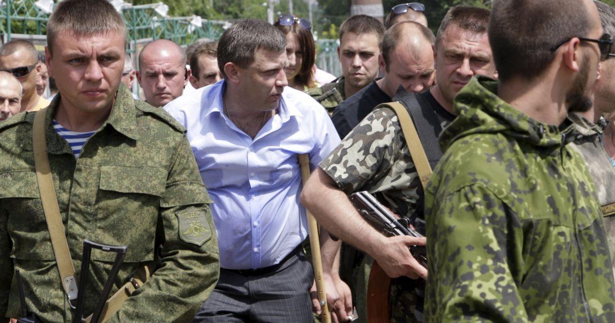 """Боевики """"ДНР"""" угрожают расправой участникам протеста и ввели спецконтроль в поселке"""