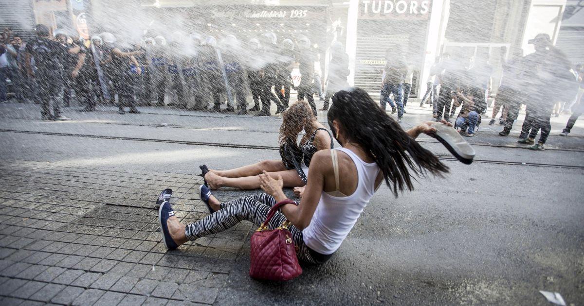Поліція розігнала марш ЛГБТ-активістів у Стамбулі.