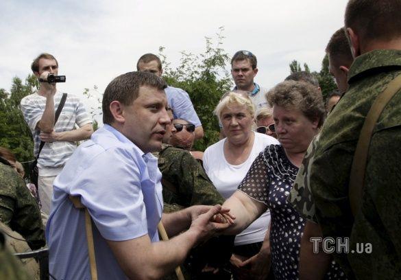 Олександр Захарченко на милицях _1