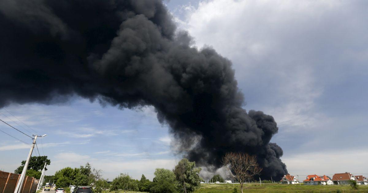 Турчинов заявил о серьезной опасности из-за пожара под Васильковом