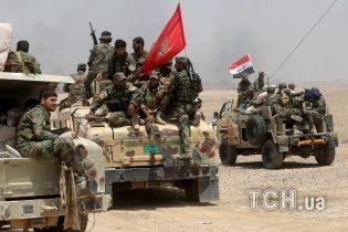 """Смертники """"Ісламської держави"""" атакували військові частини в Іраку"""