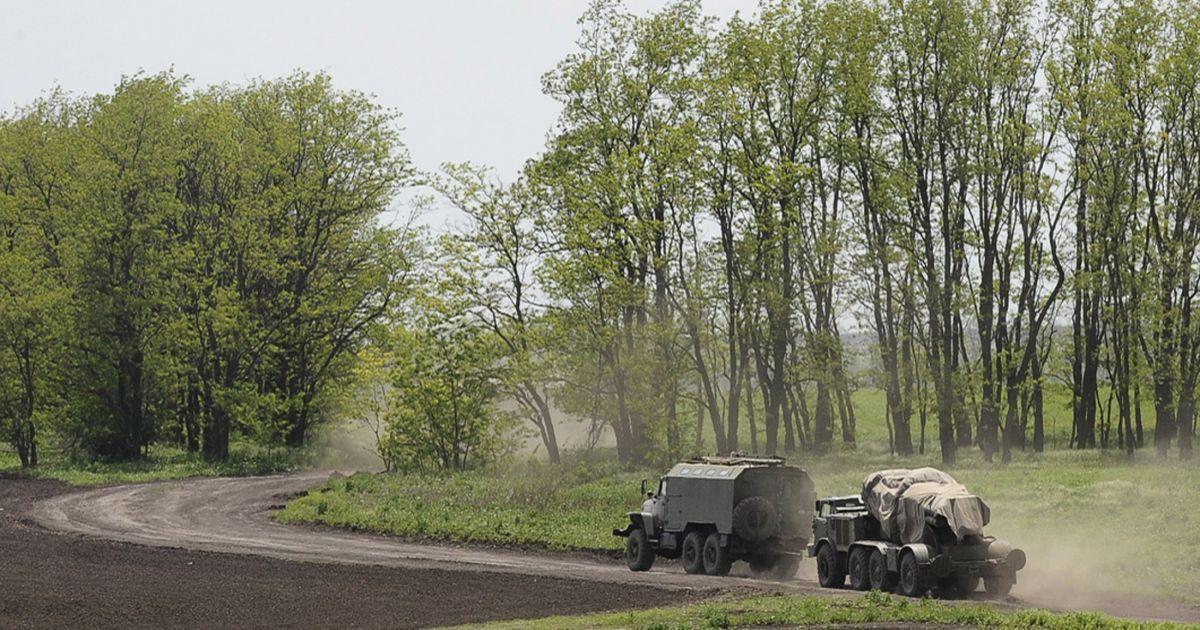 Колонна из десятков российских военных машин поехала в сторону границы с Украиной. @ Reuters