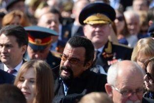 Стивен Сигал приехал на парад к Путину