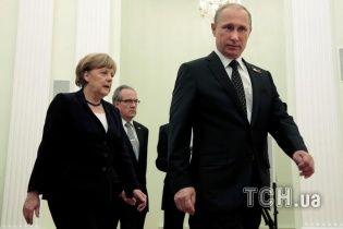"""Кремль отредактировал заявление Меркель, удалив слово """"преступная"""""""
