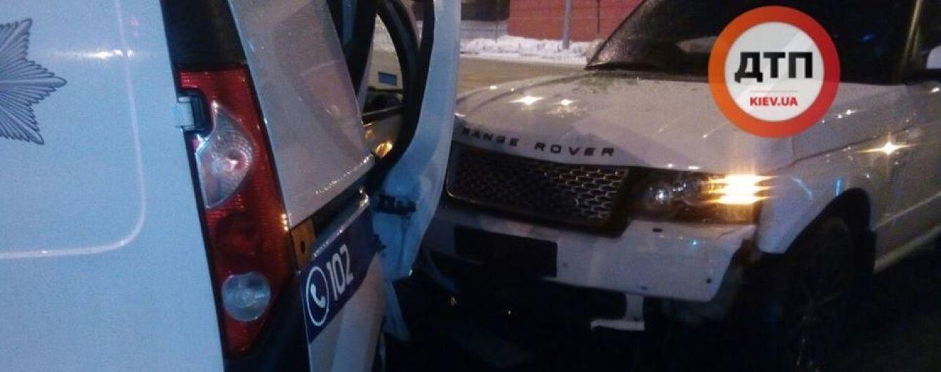 В Киеве внедорожник Range Rover на скорости разбил полицейское авто - СМИ