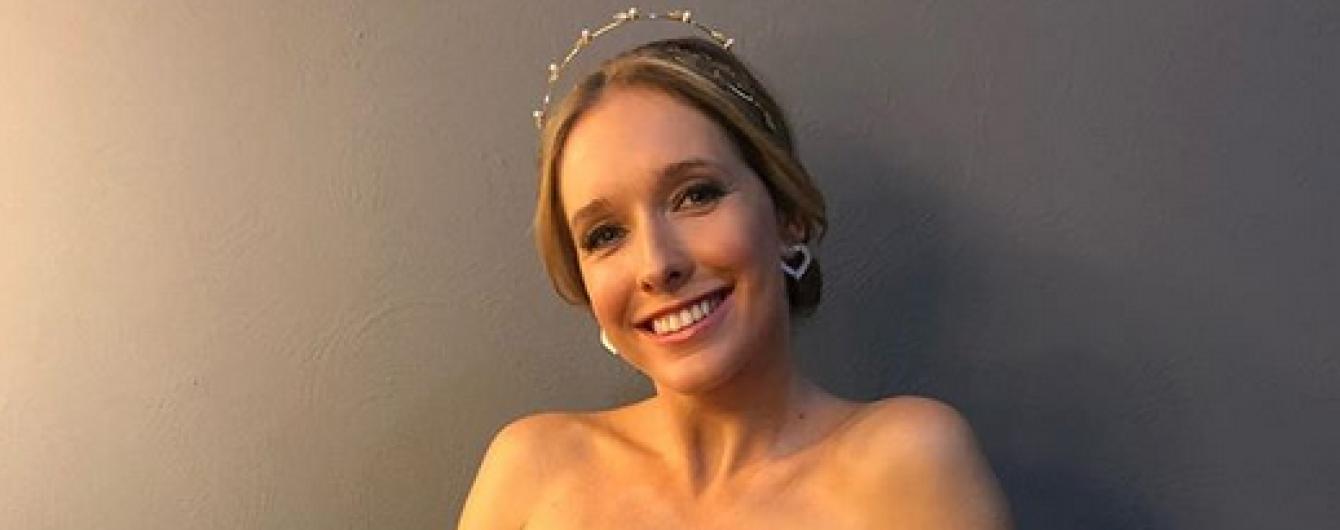 Катя Осадчая встретила Новый год в роскошном платье с обнаженными плечами
