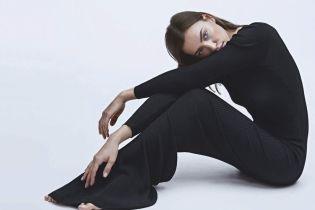 Красивая в обтягивающем платье: Ирина Шейк в новом фотосете