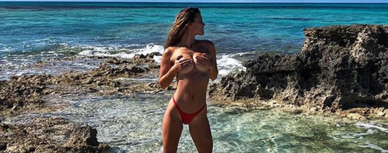 Оголена на пляжі: колишня дівчина Ді Капріо опублікувала відверте фото