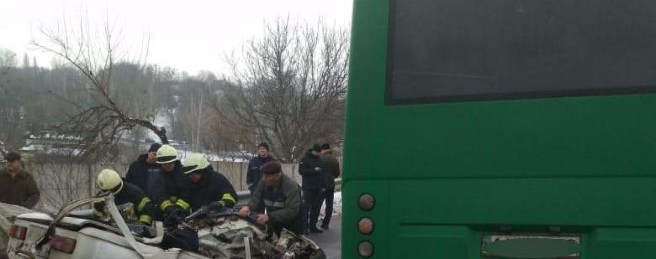 """Под Киевом в ДТП """"Запорожца"""" с маршруткой оборвались три человеческих жизни"""