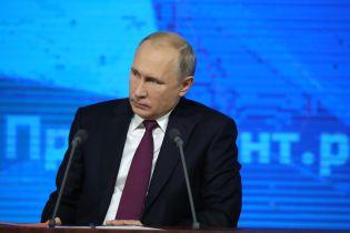 """Путін наскаржився Макрону на """"недемократичну"""" та """"антиросійську"""" Україну"""
