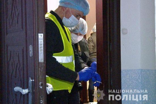 Після вбивства родини вінничанин декілька годин гуляв містом з молотком у трусах - ЗМІ