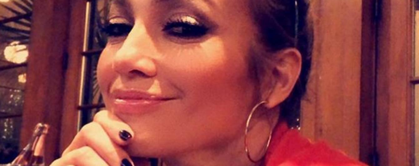 В семейном кругу: Дженнифер Лопес показала милые снимки с празднования Нового года