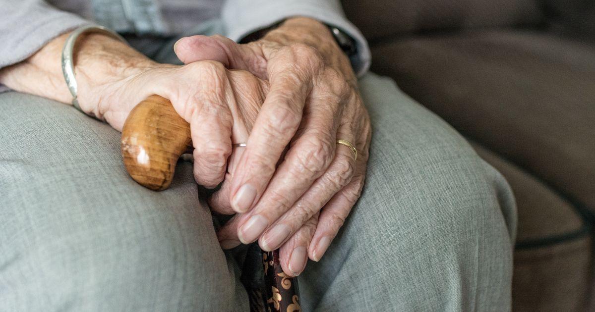 В Великобритании в домах престарелых будут раздавать витамин D для борьбы с коронавирусом