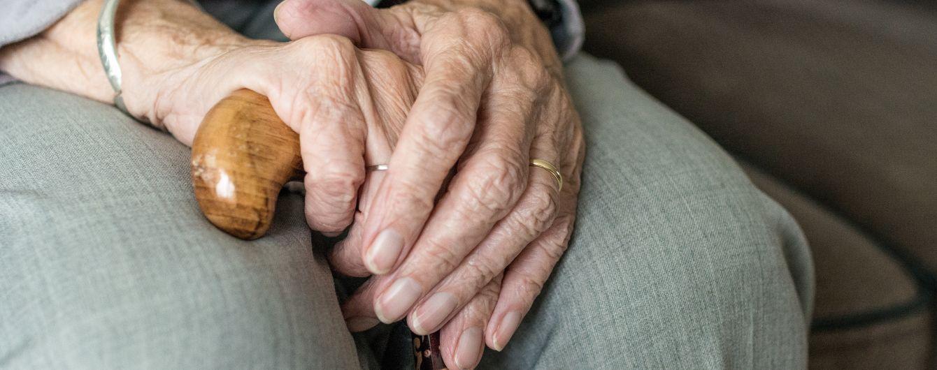 В Луцке полицейские спасли истощенную голодом бабушку