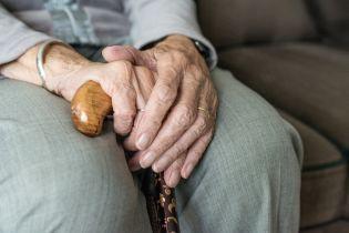 У Луцьку поліцейські врятували виснажену голодом бабусю