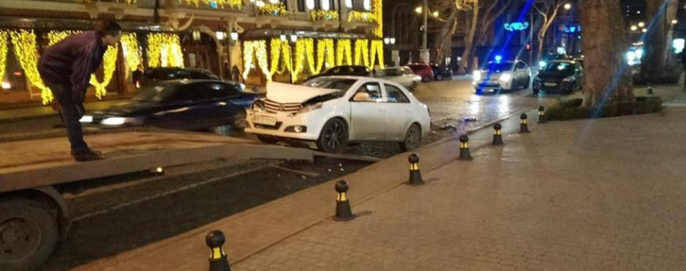 Пьяный одессит протаранил три припаркованные машины