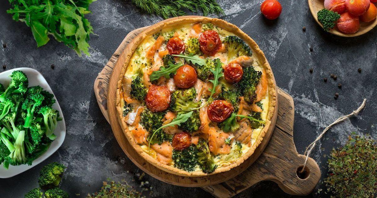 Пиріг з червоною рибою та броколі