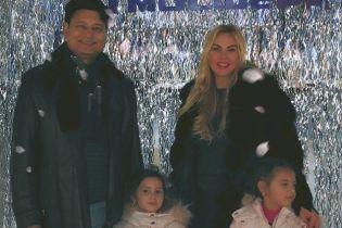 Продовжують відзначати: Камалія поділилася милим сімейним знімком