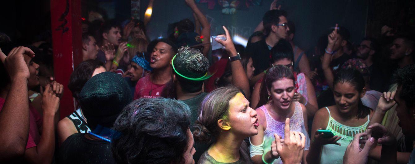 В США учительница организовала новогоднюю вечеринку для школьников с алкоголем и марихуаной
