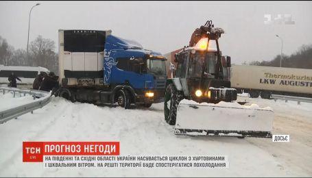На южные и восточные области Украины надвигается мощный циклон