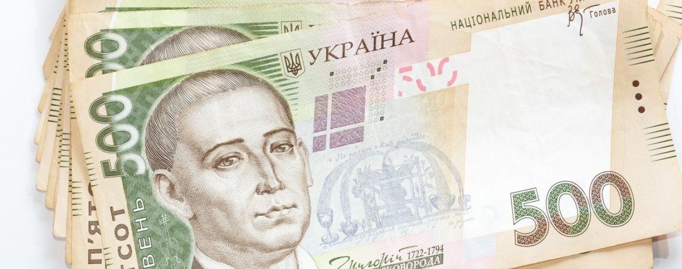 """Глава Нацбанка """"оставил автограф"""" на новой купюре номиналом в 500 гривен"""