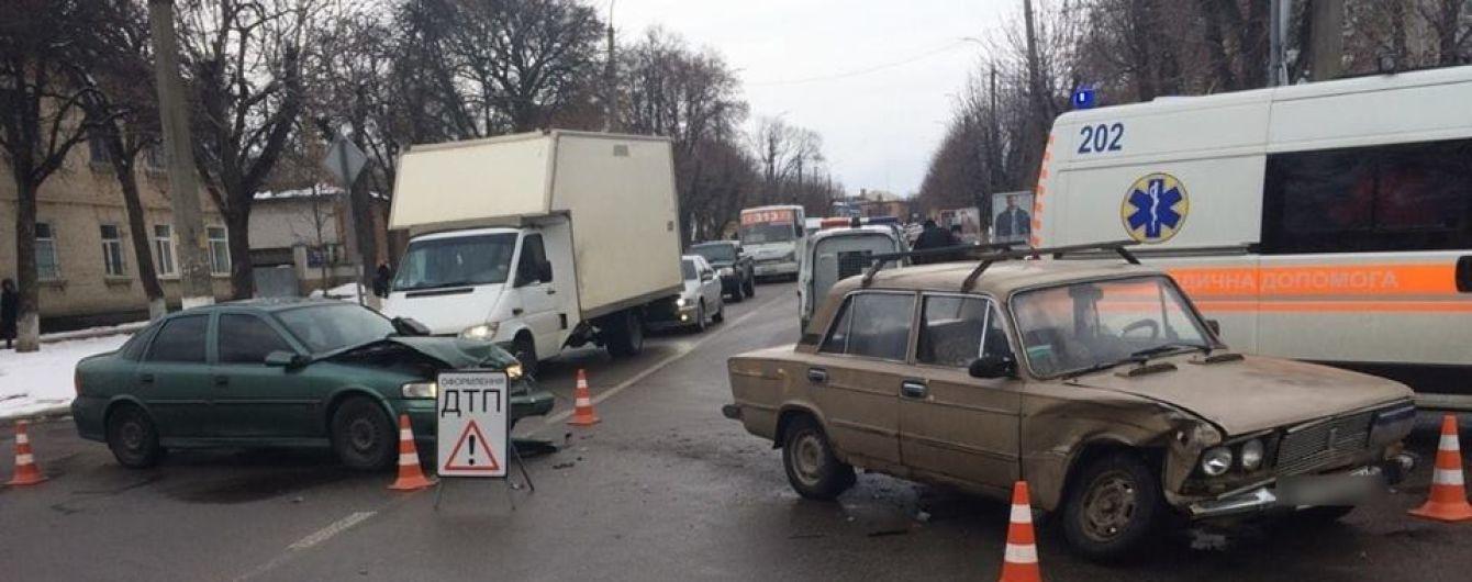 В Белой Церкви пьяный водитель Opel протаранил ВАЗ с тремя детьми