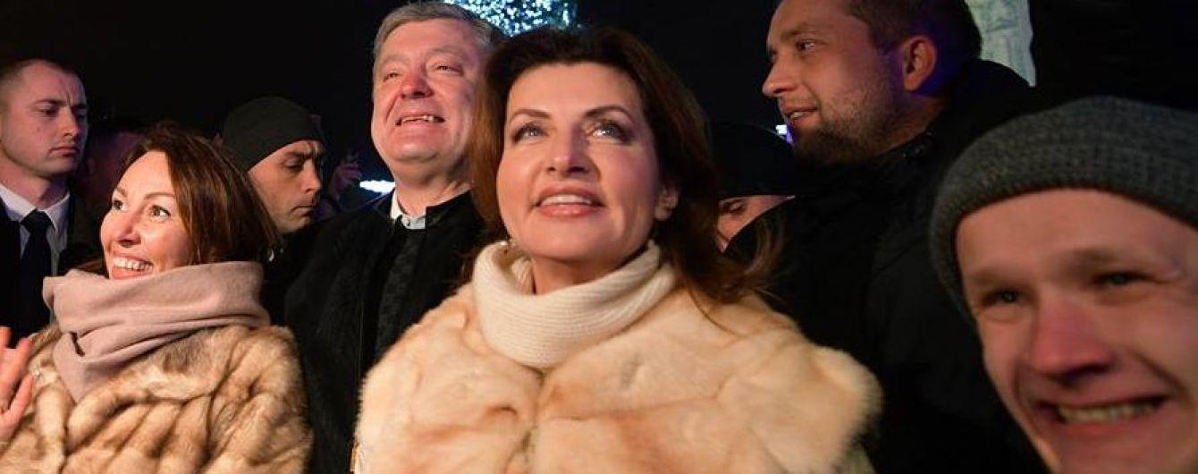 У пальті з хутром і з ніжним макіяжем: Марина Порошенко на Софійській площі