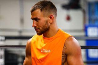 Мексиканский чемпион мира назвал боксера, который может нокаутировать Ломаченко