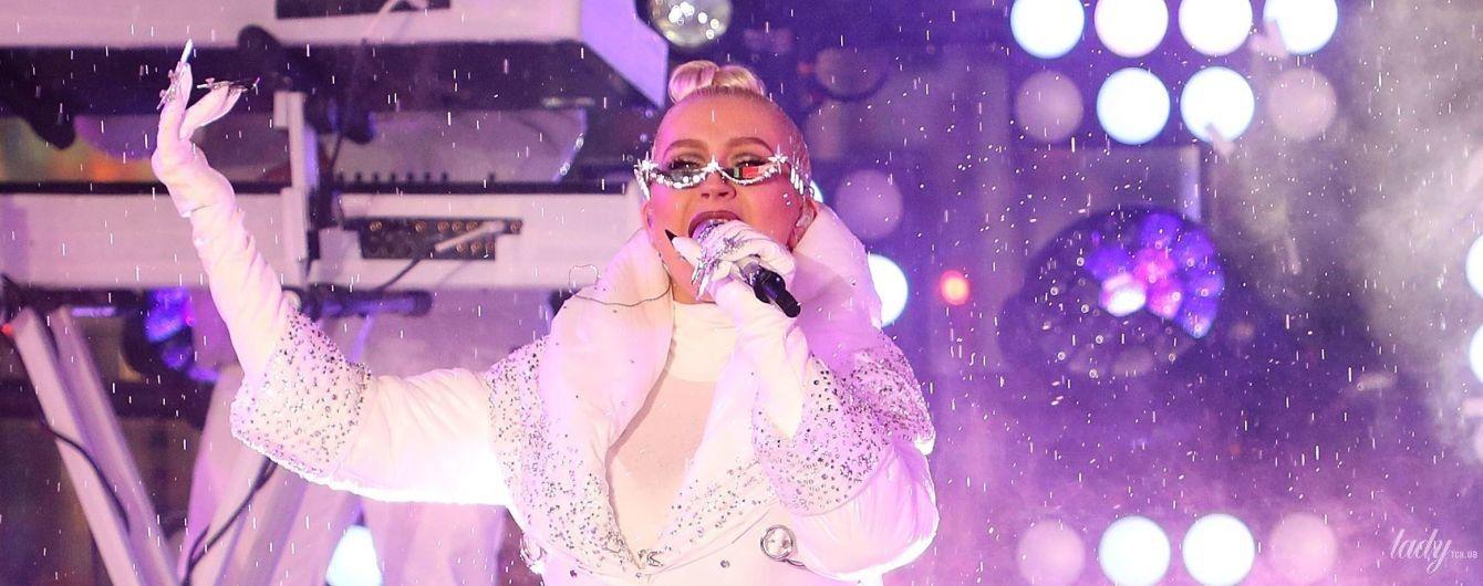 Як снігуронька: Крістіна Агілера виступила на Таймс-сквер у Нью-Йорку