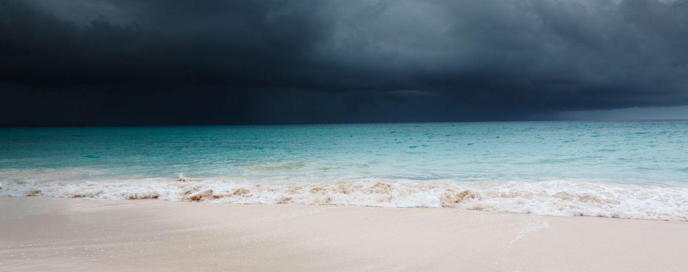 """Ураган """"Дориан"""" усилился до третьей категории, во Флориде объявлено чрезвычайное положение"""