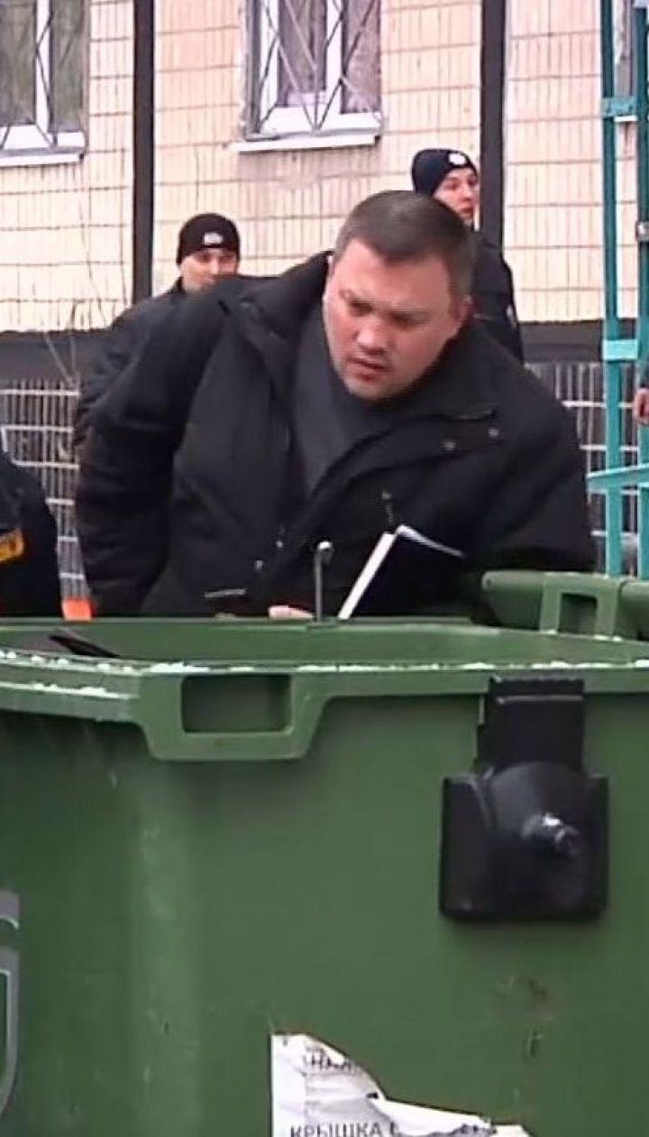 У Дніпрі мертву дівчину вклали у валізу і викинули у сміттєвий бак