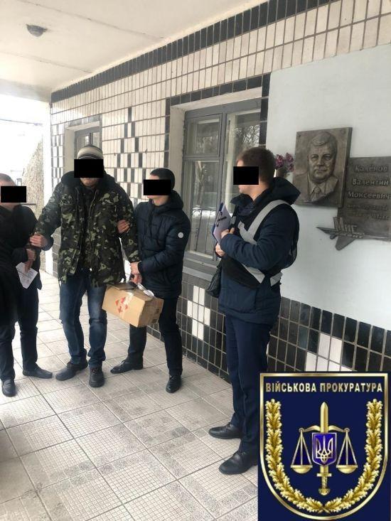 """В Запоріжжі на хабарі спіймали чиновника підприємства """"Укроборонпрому"""""""