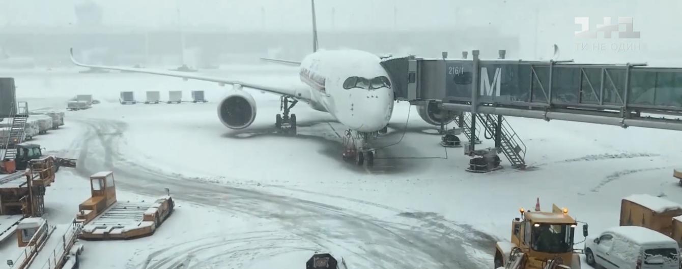 """""""В плену стихии"""". Зимняя непогода парализовала работу одного из крупнейших аэропортов Германии"""