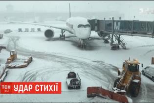 """""""У полоні стихії"""". Зимова негода паралізувала роботу одного з найбільших летовищ Німеччини"""