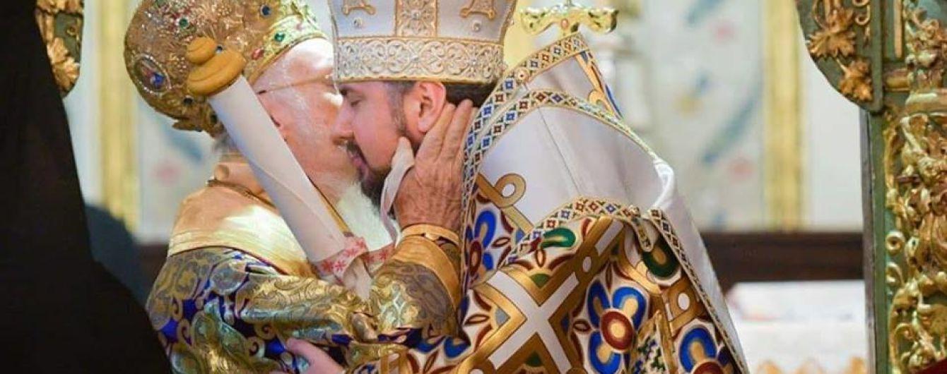 Исторический момент. Предстоятелю Православной церкви Украины наконец вручили Томос