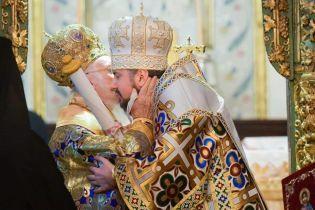 Історична мить. Предстоятелю Православної церкви України нарешті вручили Томос