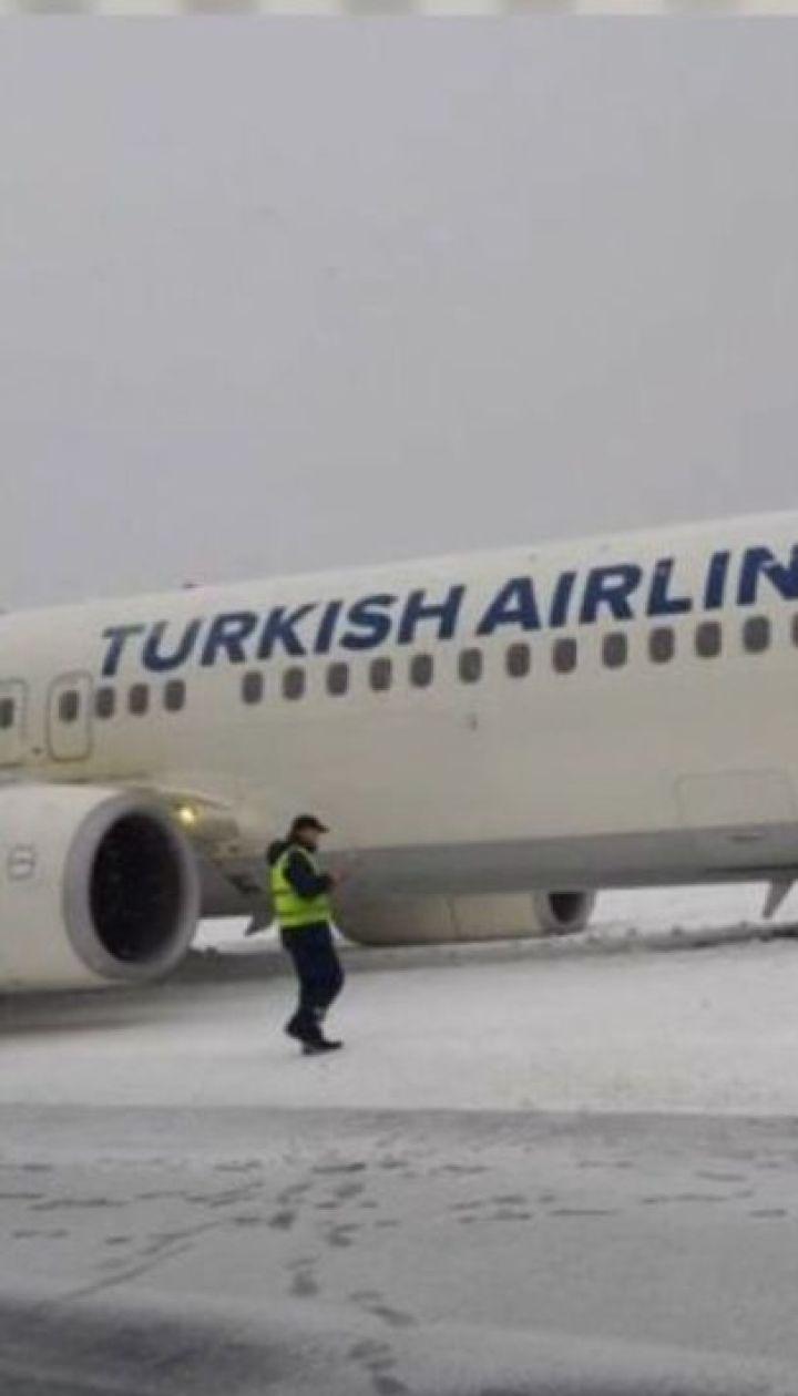 Надзвичайна ситуація у Львівському аеропорту: літак викотився за межі злітно-посадкової смуги