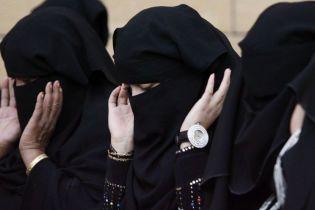 Саудівських жінок сповіщатимуть про розлучення за допомогою SMS