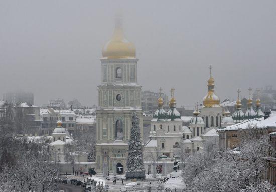 У Києві з вікна Софійського собору випала людина - ЗМІ