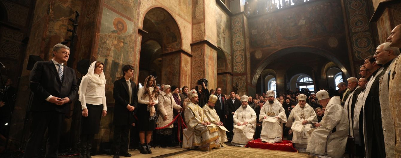 """""""Призываем все мировые Православные Церкви признавать Украинскую как сестру"""". Порошенко зачитал Томос"""
