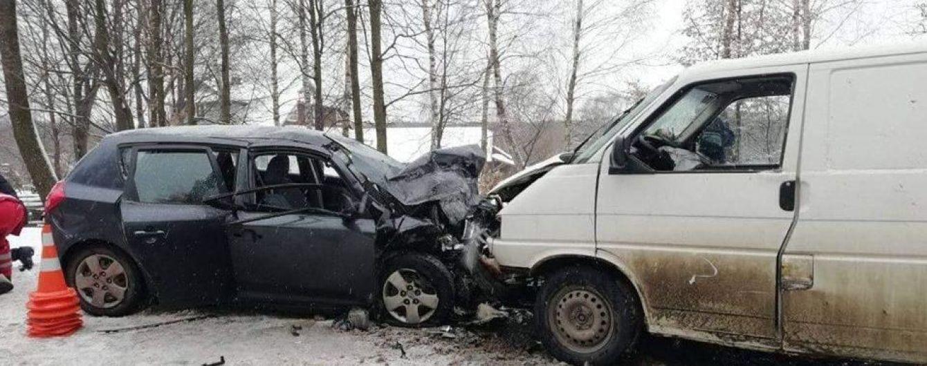 На Прикарпатье лоб в лоб столкнулись легковушка и микроавтобус, одна из шести пострадавших умерла в больнице