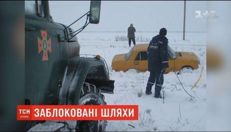 Траси у Запорізькій та Донецькій областях заблоковано через негоду