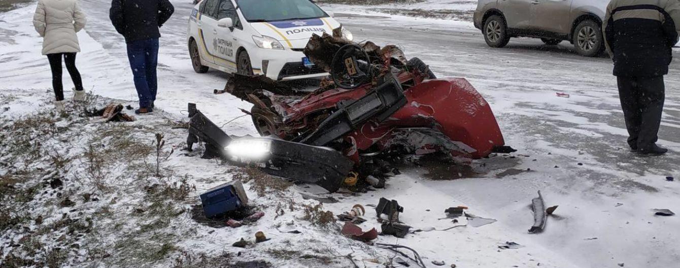 На Николаевщине юноша чудом выжил в раздавленной грузовиком машине