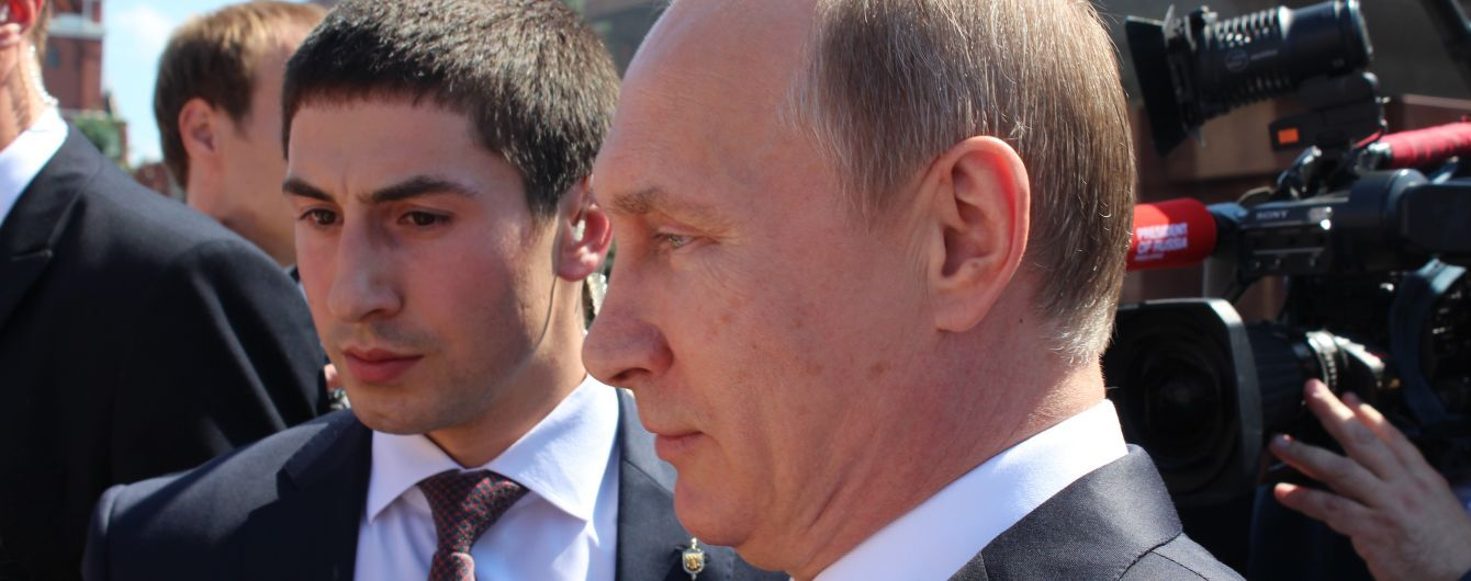 Путін зізнався, що служив в артилерії і розсекретив своє військове звання