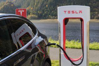 Tesla вирішила значно знизити ціни на свої авто
