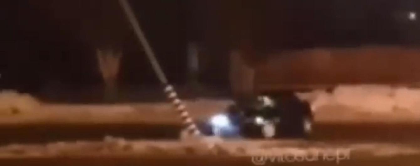 Любитель ночного дрифта сбил столб в Днепре