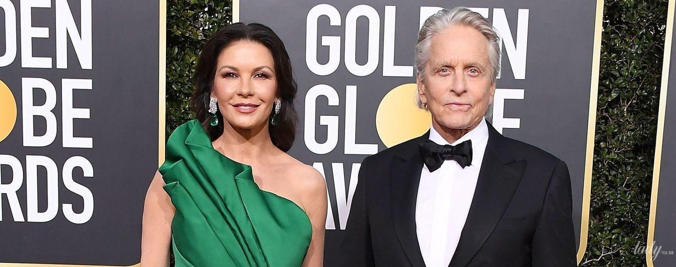 В изумрудном платье с разрезом и за руку с мужем: Кэтрин Зета-Джонс на красной дорожке